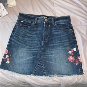 Express Jean Skit with Flowers
